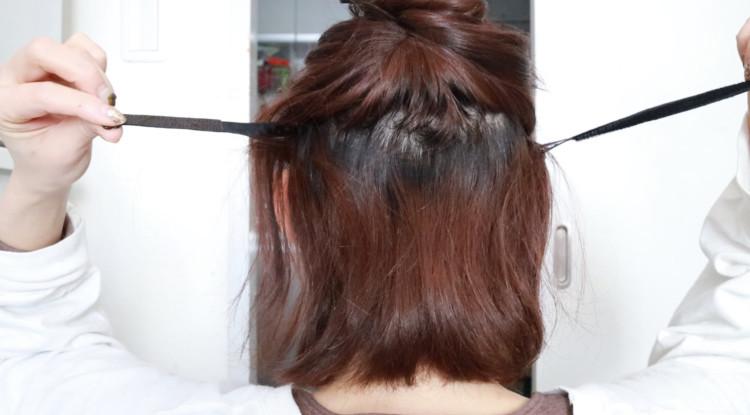 両方ピンを留めたら次に2つのヘアバンドを繋げます