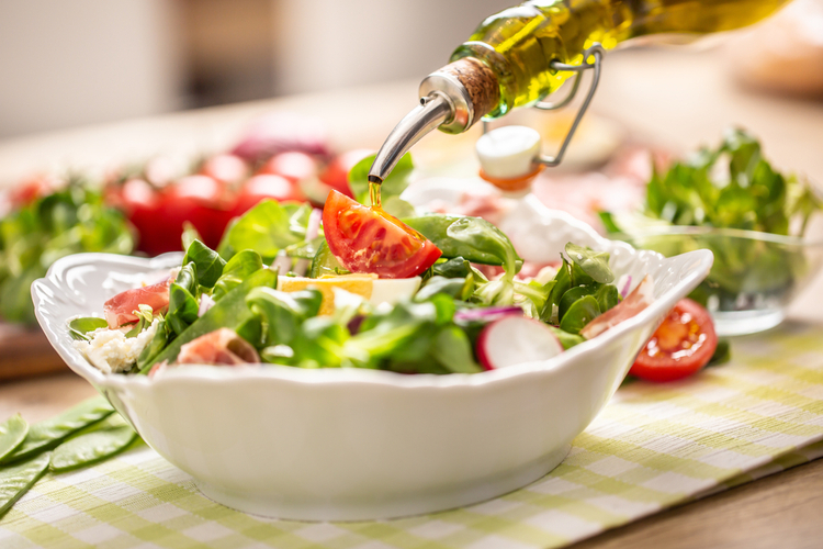 ダイエットにはサラダが定番。でも痩せないのはなぜ?