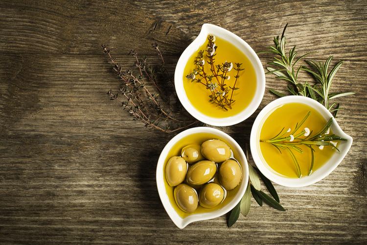 オリーブオイルやアマニ油などの良質なオイル入り