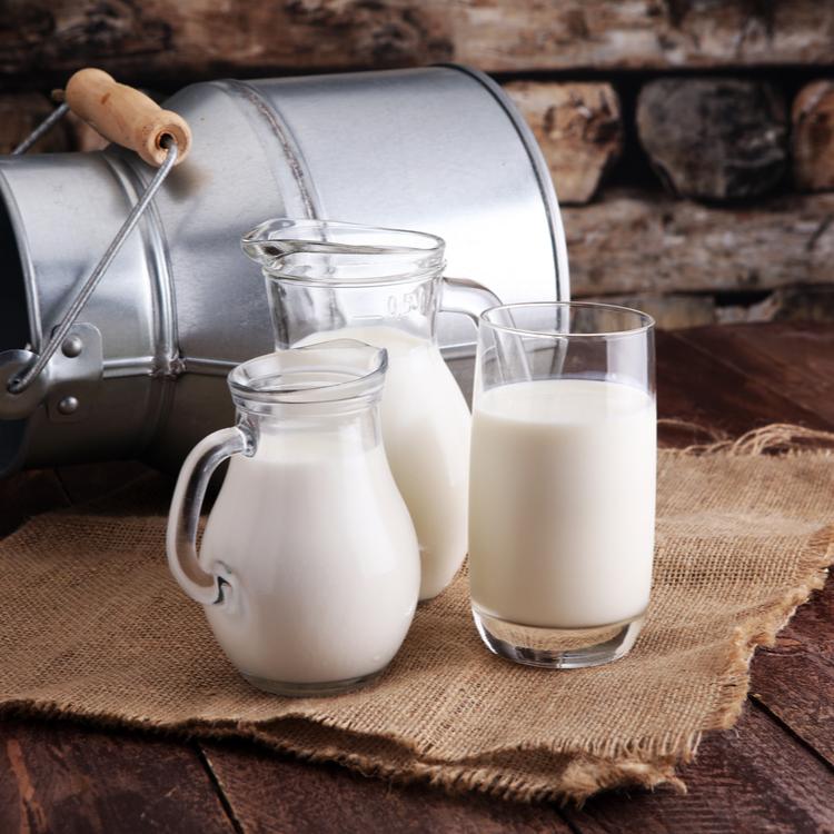 """""""牛乳""""と""""豆乳""""どちらが健康に良い!?栄養素の違いは?2つのはたらきについて解説!"""