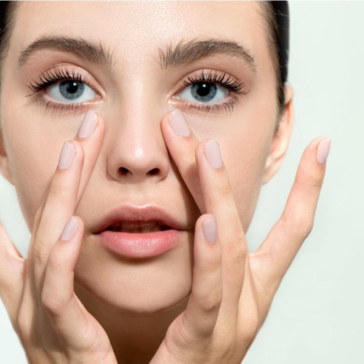 スクラブ洗顔で小鼻の黒ずみをすっきり落とす!メリット・デメリットと正しい使用法