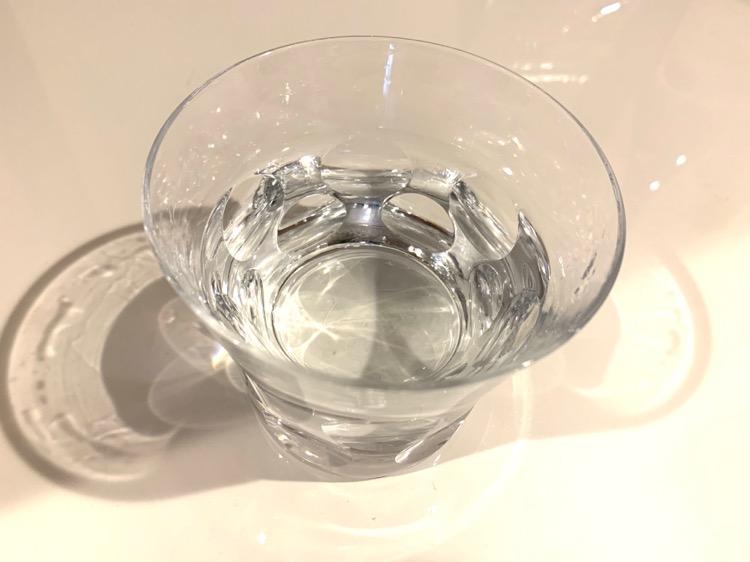 朝起きたら、水を1杯飲む