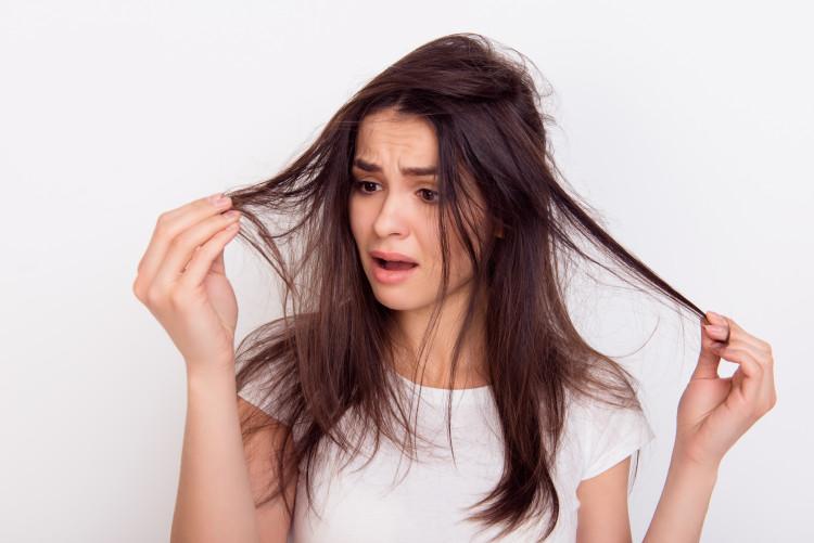 髪の毛はなんでパサつくの?