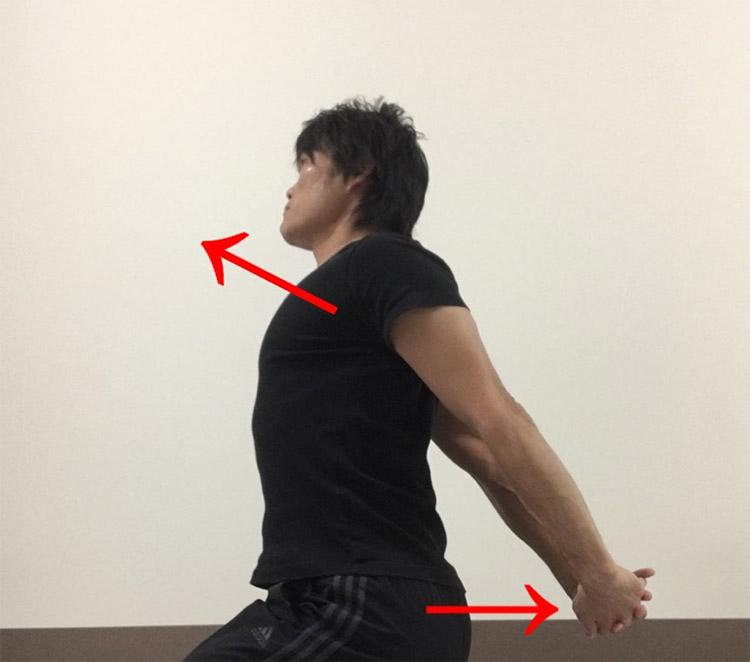 胸及び肩の筋肉へのストレッチ