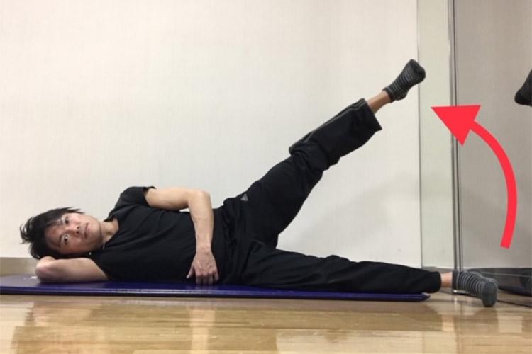 股関節外転方向への動きを高める動的ストレッチ