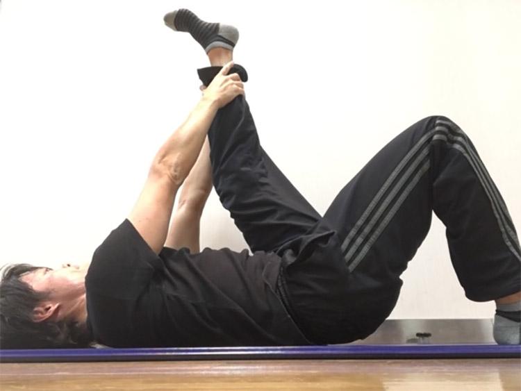 太もも裏側の筋肉へのストレッチ