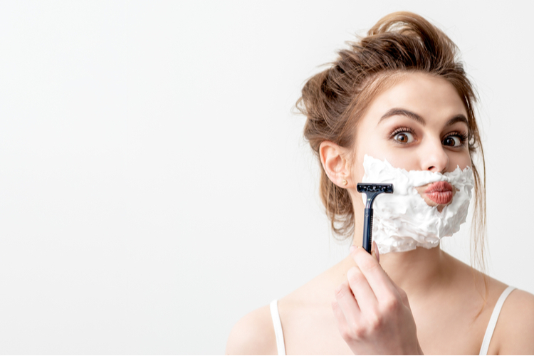 顔の産毛の正しい処理方法