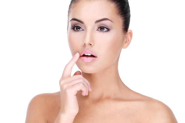 唇の縦ジワを改善する方法