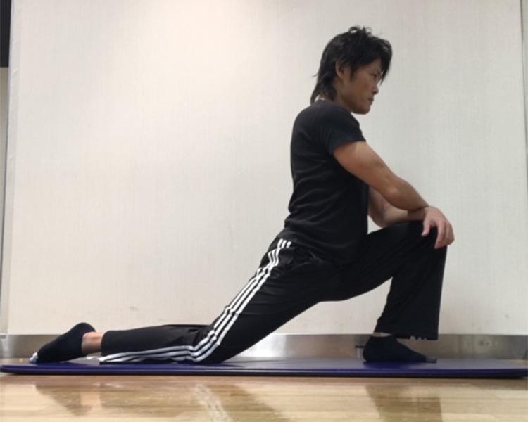 股関節屈筋群への静的ストレッチ