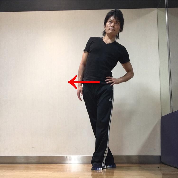 右(左)股関節外転筋群への静的ストレッチ