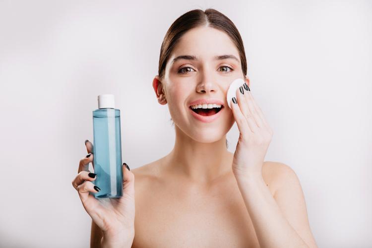 化粧水の後に付ける