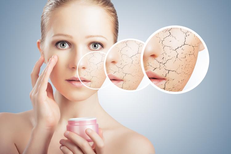 保湿効果の高いスキンケア化粧品を使う
