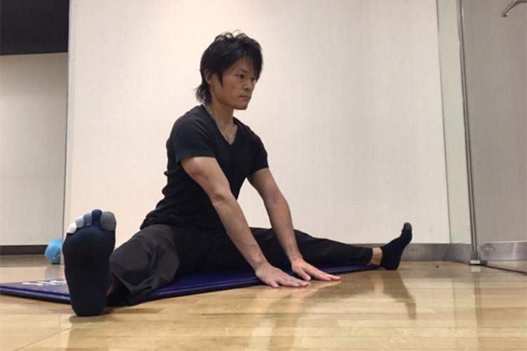 股関節内転筋群への静的ストレッチ