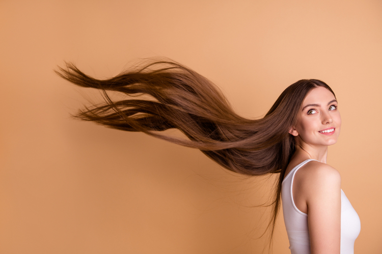 美しい髪を育てるには頭皮の保湿ケアが大切