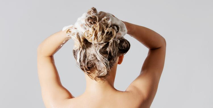 髪は毎日洗わないのが常識
