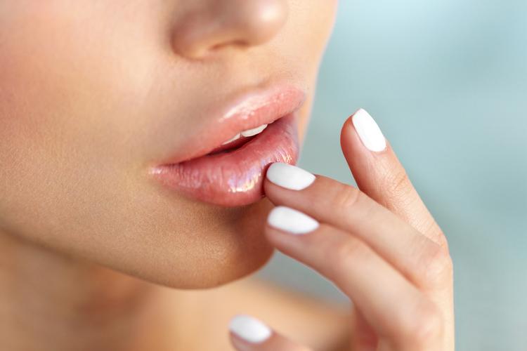 唇が荒れる原因