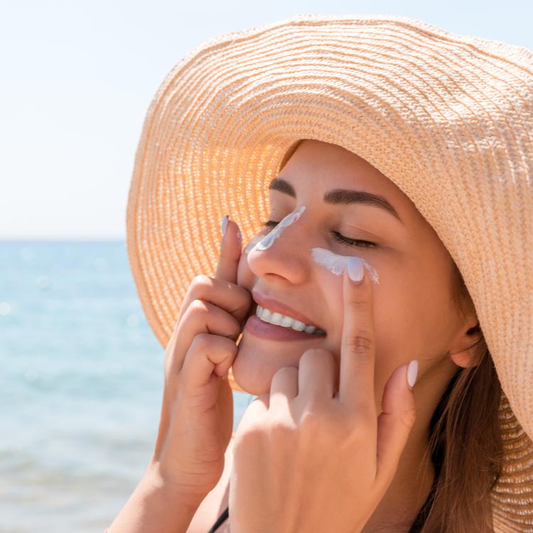 日焼け止めで肌荒れしてしまう原因とは?敏感肌が選びたいお肌への負担が少ない日焼け止め