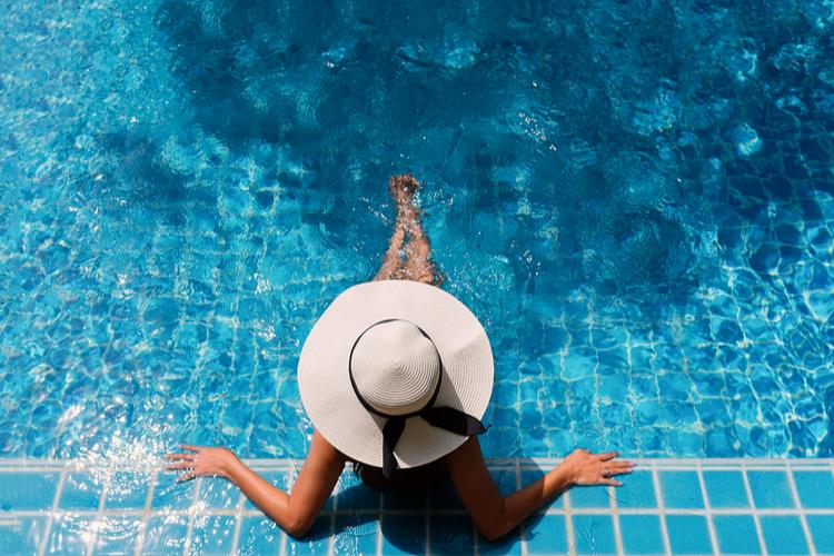 プールや海での日焼け止めはいつも以上に念入りに