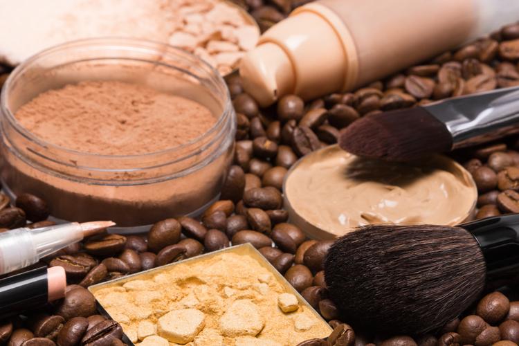 「カフェイン」を肌に塗る