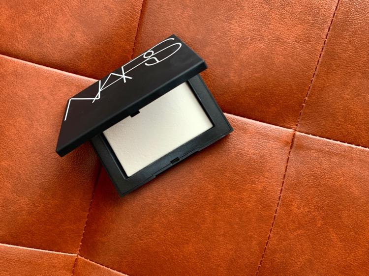 NARS ライトレフティングセッティングパウダー プレスト N 5894