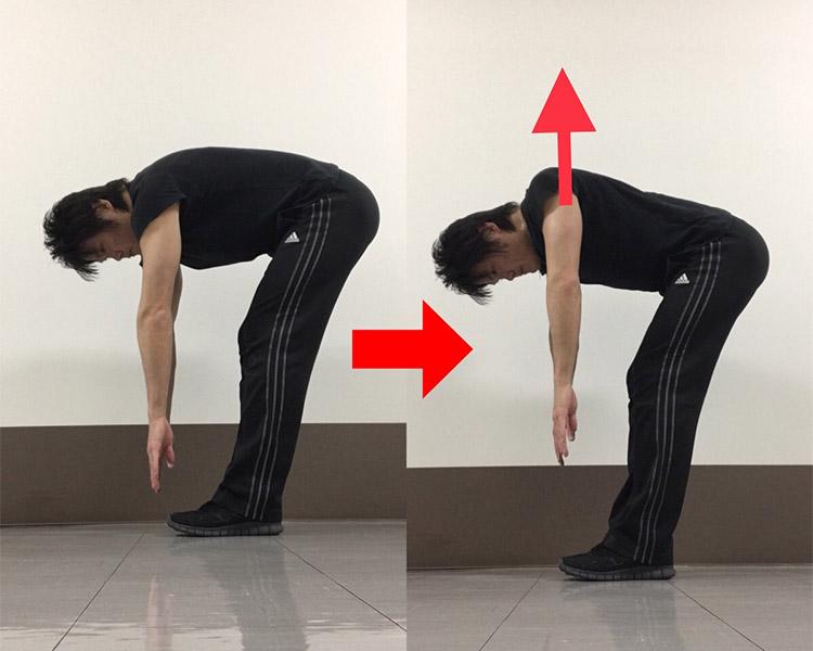 肩甲骨を内側に寄せる