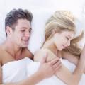 """寝ている間にカップルの""""仲が良く""""なる「眠るポジション」って?"""